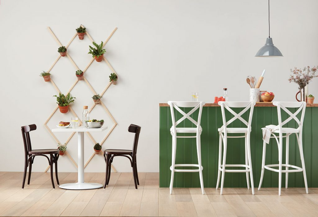 Bentwood 150 Barstool in White