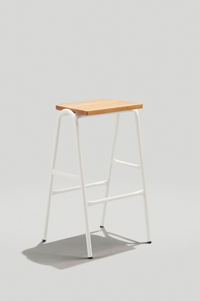 Hurdle Barstool in Gloss white and White Oak